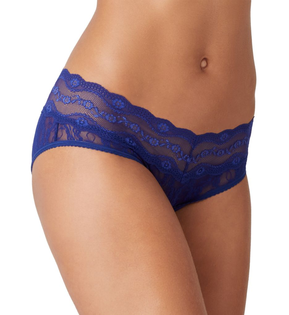 b.tempt'd by Wacoal Lace Kiss Hipster Panty 978282